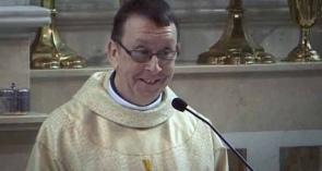 Поющий священник из Ирландии взорвал Интернет.